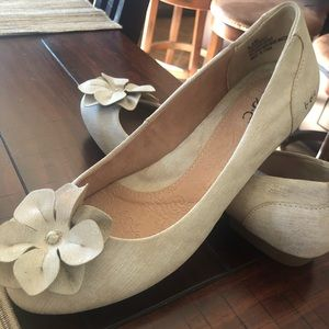 b.o.c.  ballet flats with flower